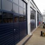 Dienstgebäude, Einbau neuer Sektionaltore mit Lichtsegmenten