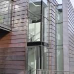 Arp-Muesum Rolandseck, Küchentrakt, Aluminium-Schüco-Fassade mit Dachscheibe im Treppenhausbereich