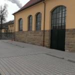 Römerkastell Stuttgart, Mehrzweckgebäude, Sprossenfensterkombination mit zweiflügliger Türe aus Schüco Jansen Janisol-Profilen