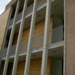 Gymnasium Montabaur, Geländer als Absturzsicherung an mehrstöckigem Gebäude, verzinkt