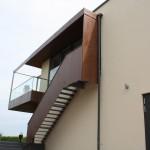 Weingut / Pfalz, Balkonanlage und Treppenanlage aus Stahl, mit kupferfarbenem Farbanstrich