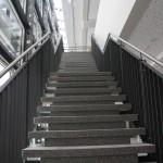 Fachhochschule Koblenz, Geländer mit Edelstahlhandlauf an vorhandener Betontreppe über zwei Stockwerke