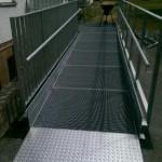 Dienstgebäude Mainz, Behindertenrampe aus Stahlkonstruktion, Gitterrosten und Geländern